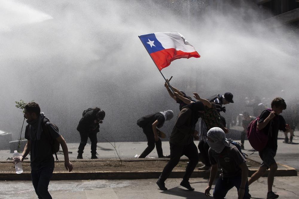 Todo lo que pasó en Chile resumido en un par de cartas anónimas